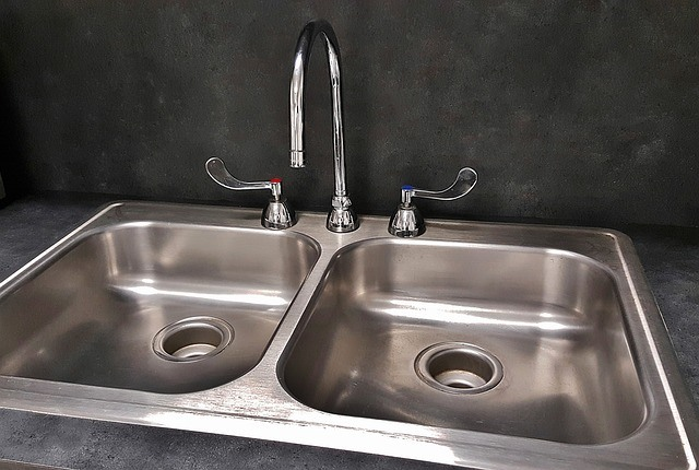 How To Remove Paint From A Stainless Steel Sink (Simple Guide)
